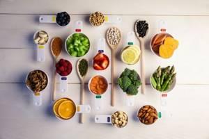 Кальций при переломах костей: перечень препаратов, содержащих важные компоненты, витаминные комплексы, продукты и мази для быстрого восстановления
