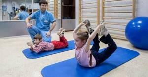 ЛФК при сколиозе у детей: показания и противопоказания к занятиям, комплекс лечебных упражнений при разных степенях заболевания и правила их выполнения
