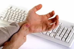 Воспаление суставов кисти руки: провоцирующие факторы, причины и симптомы патологии, методы диагностики, лечение и профилактика средствами народной медицины