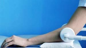 Сильная боль в локтевом суставе при сжатии кулака: методы лечения