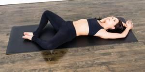 Йога для позвоночника и суставов: польза и эффективность методики, подготовка к занятиям, комплекс асан и правила их выполнения с фото и видео, противопоказания к тренировкам