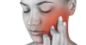 Ушиб челюсти: симптомы разных стадий, точное диагностирование травмы, правила оказания первой помощи, лечение в домашних условиях, особенности реабилитации и возможные последствия