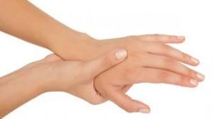 Почему немеет безымянный палец: провоцирующие факторы и причины онемения, сопутствующие симптомы и методы лечения, полезные рекомендации по питанию