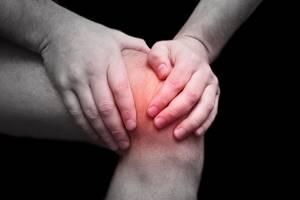 Перелом надколенника: виды травмы, специфические симптомы и способы диагностики, правила оказания первой помощи и методы лечения, показания к операции и прогноз
