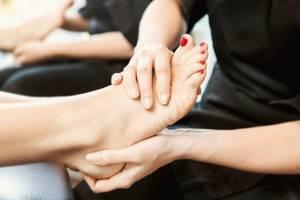 Шишки на ногах у большого пальца: что это и чем опасно, как лечить и как снять боль, 5 способов избавиться от недуга