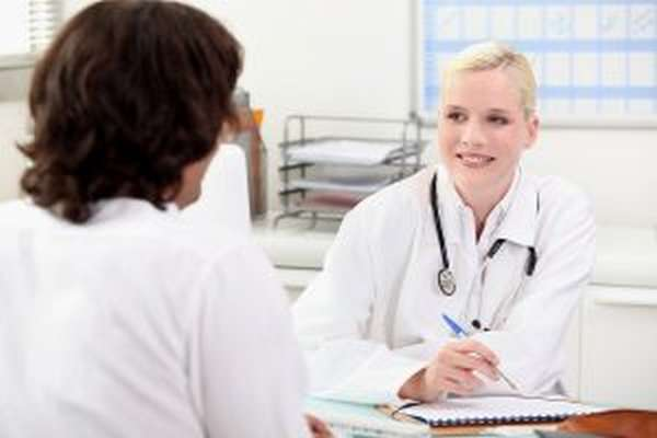 Растяжение связок тазобедренного сустава: признаки патологии и почему появляется травма, группа риска и степень тяжести, терапевтические мероприятия и оказание первой помощи, народные средства и таблетки