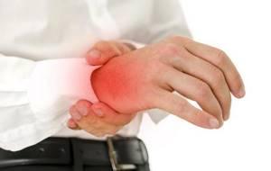 Артроз кистей рук: описание болезни и способы диагностики, признаки возникновения патологии, консервативная терапия в домашних условиях и показания для операции