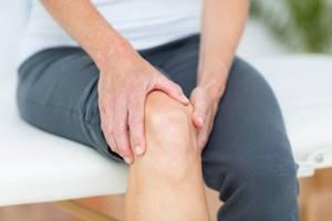 Болит колено когда сидишь: возможные заболевания и рекомендованные методы терапии, профилактические меры и когда идти к врачу